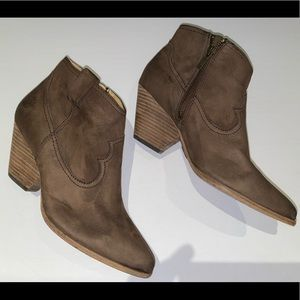 Classic Western style FRYE boots Size 8.5